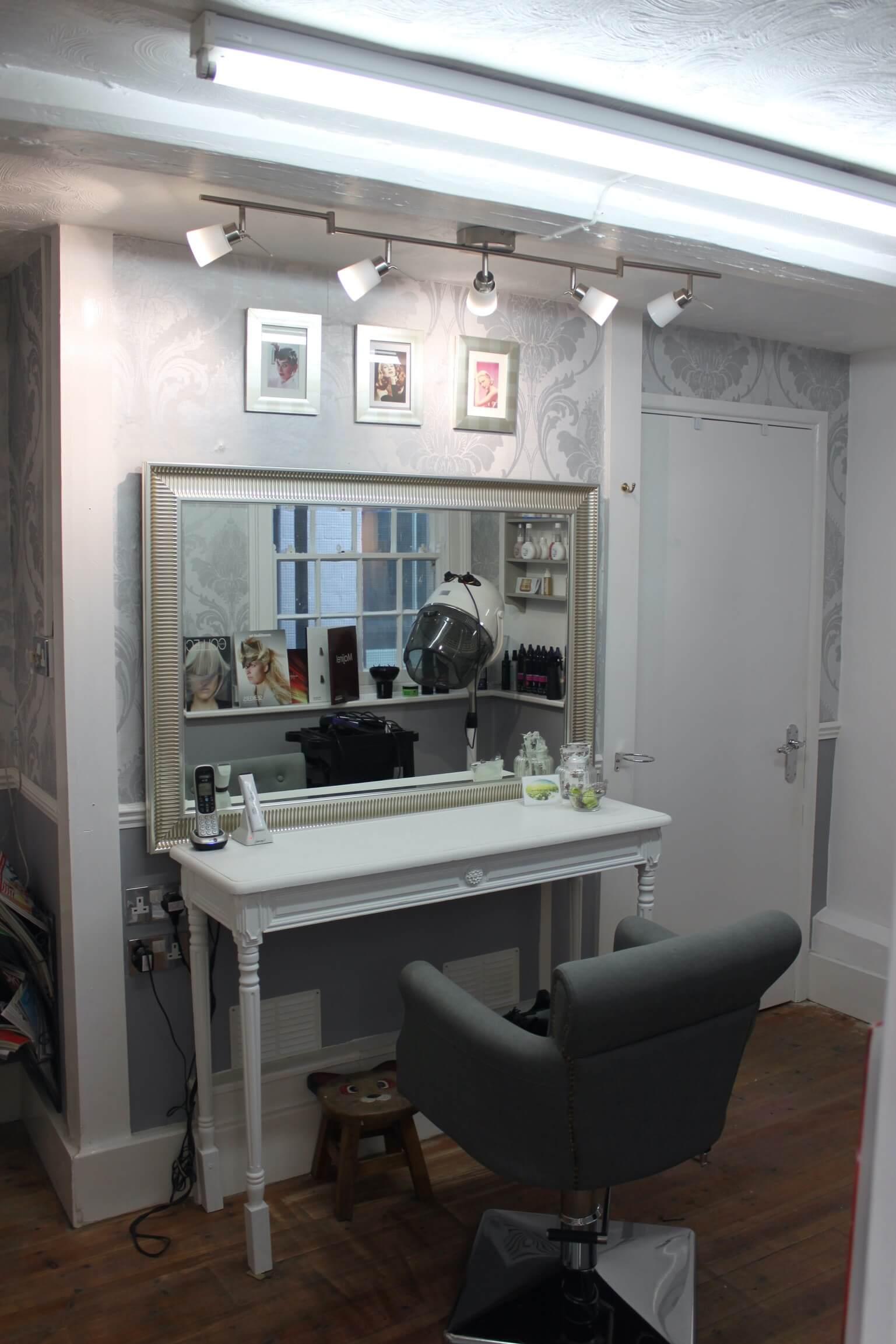 Bijou hairdressers area